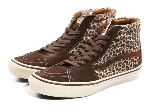 e872b788958 Vans SK8-Hi Animal Series - SneakersBR