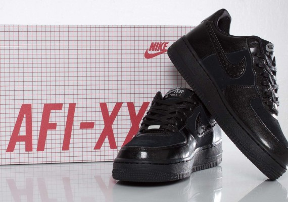 nike wmns air force 1 low le qs xxx 09 570x401 SneakersBR