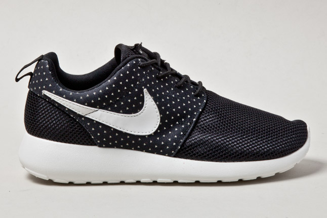 Nike WMNS Roshe Run – Night Snow e Laser Purple
