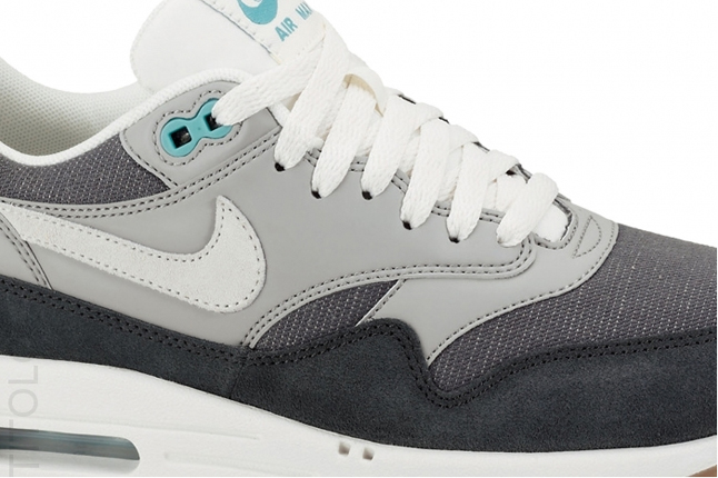 nike-am1-vntg-anthracite-grey-midfoot-detail-1