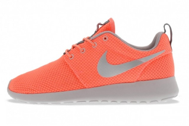 nike-roshe-run-atomic-pink-metallic-silver-1