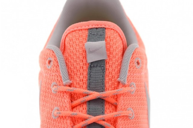 nike-roshe-run-atomic-pink-metallic-silver-3