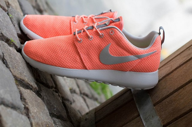 nike-roshe-run-atomic-pink-metallic-silver-4