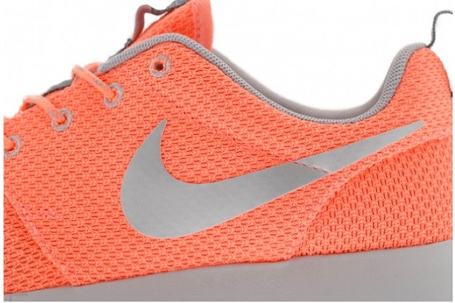 nike-roshe-run-atomic-pink-metallic-silver-5
