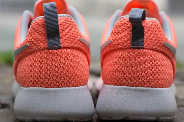 nike-roshe-run-atomic-pink-metallic-silver-7