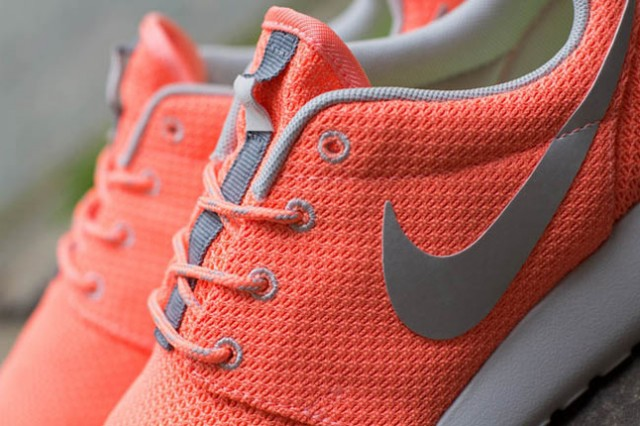 nike-roshe-run-atomic-pink-metallic-silver-8