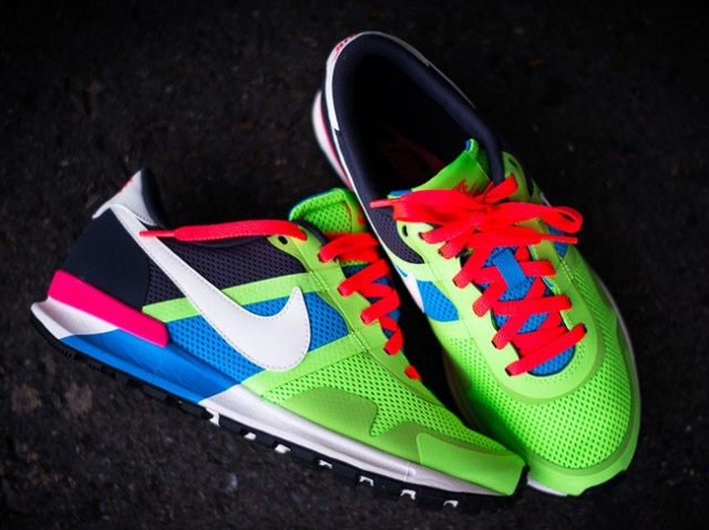 nike-air-pegasus-83-30-blue-hero-flash-lime-2
