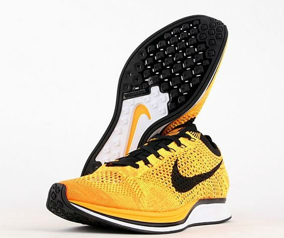 nike-flyknit-racer-yellow-black-4