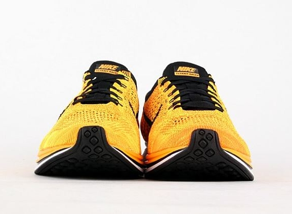 nike-flyknit-racer-yellow-black-5
