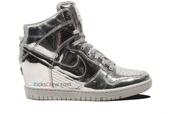nike-wmns-dunk-sky-high-liquid-metal-pack-01