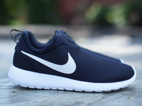 nike-roshe-run-slip-on-black-white-02