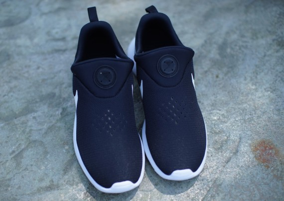 nike-roshe-run-slip-on-black-white-03
