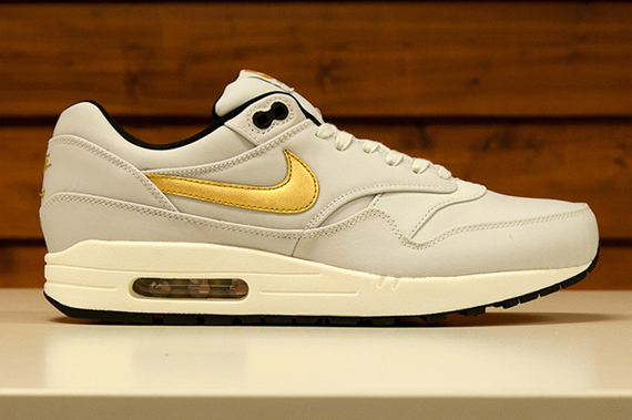 nike-sportswear-world-cup-gold-trophy-collection-5