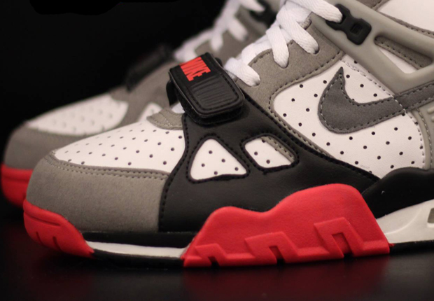nike-air-trainer-3-infrared-01