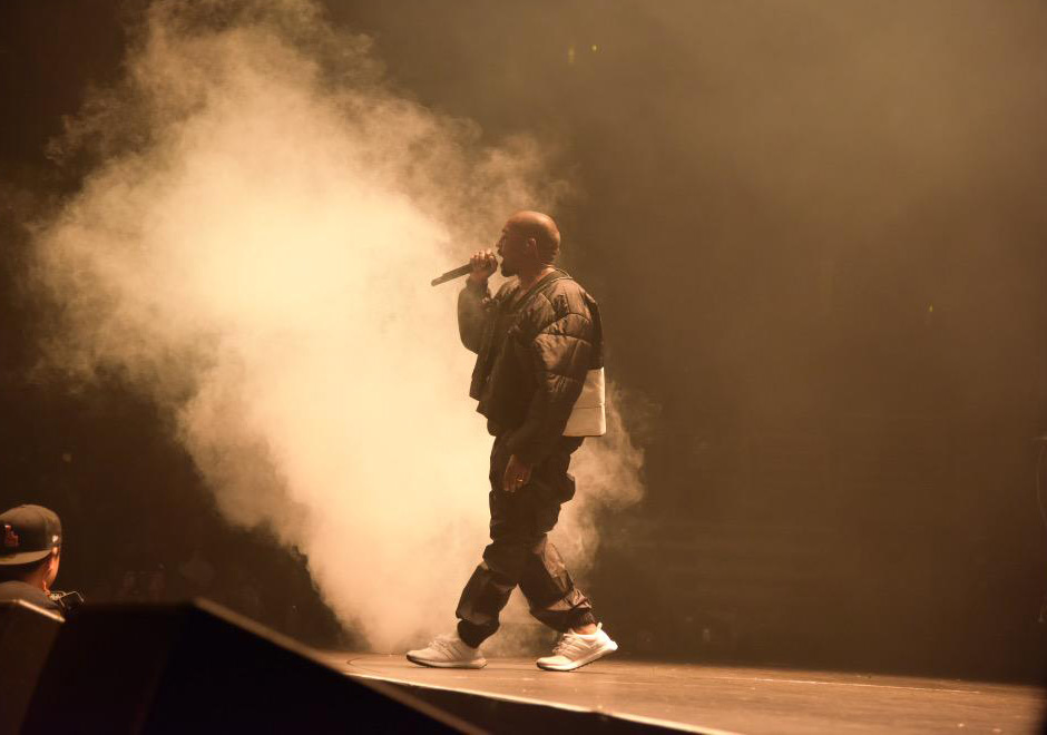 kanye-performs-in-adidas-ultra-boost-2
