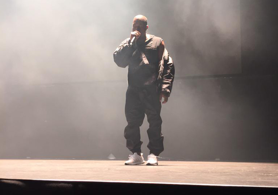 kanye-performs-in-adidas-ultra-boost-4