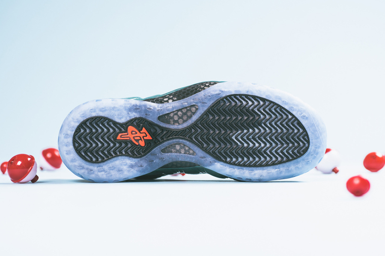 a-closer-look-at-the-nike-air-foamposite-one-gone-fishing-4