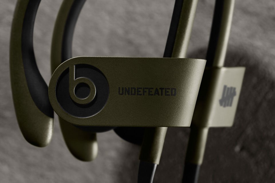 undefeated-x-beats-by-dre-limited-edition-powerbeats-2-wireless-1