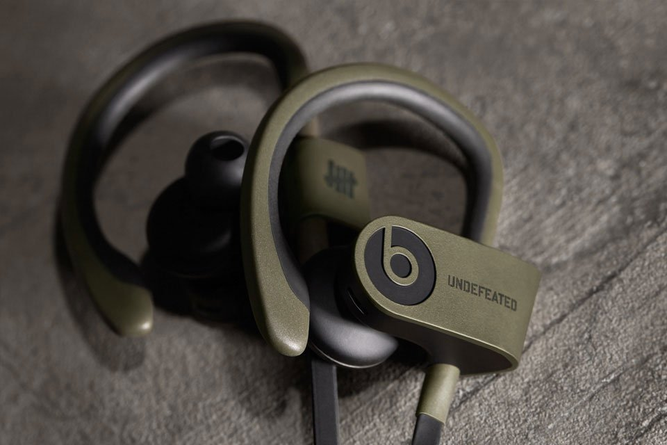 undefeated-x-beats-by-dre-limited-edition-powerbeats-2-wireless-2