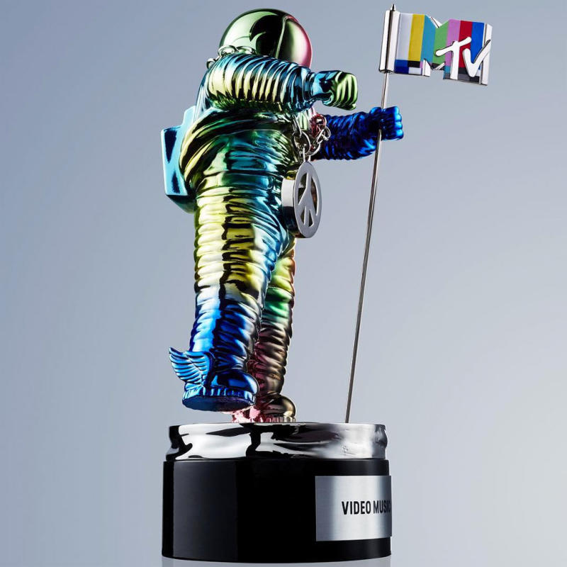 Jeremy Scott Moon Man_ntyigw