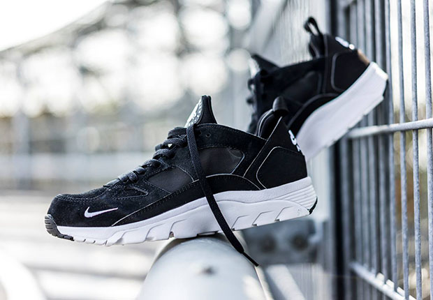 sports shoes e7f9d 5cba5 nike-air-trainer-huarache-low-black-white-1 ...