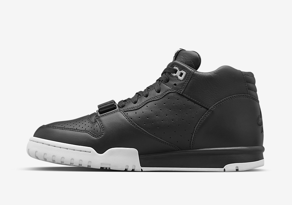 nikelab-fragment-air-trainer-1-black-red-4