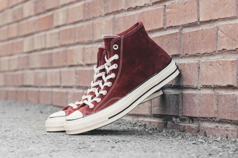 converse-chuck-taylor-all-star-70-hi-suede-red-dahlia-1