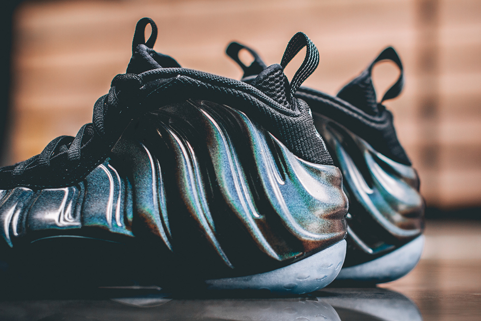 nike-air-foamposite-one-hologram-release-this-weekend-03