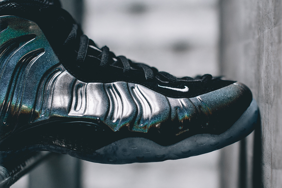nike-air-foamposite-one-hologram-release-this-weekend-04