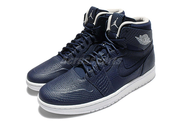 air-jordan-1-high-nouveau-midnight-navy-01