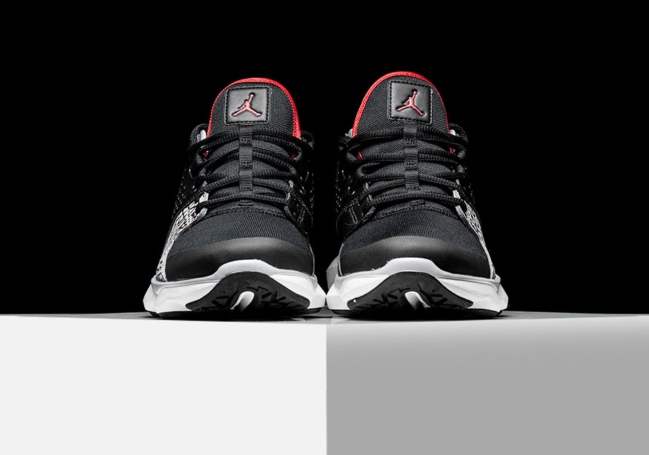 jordan-flow-trainer-black-cement-03