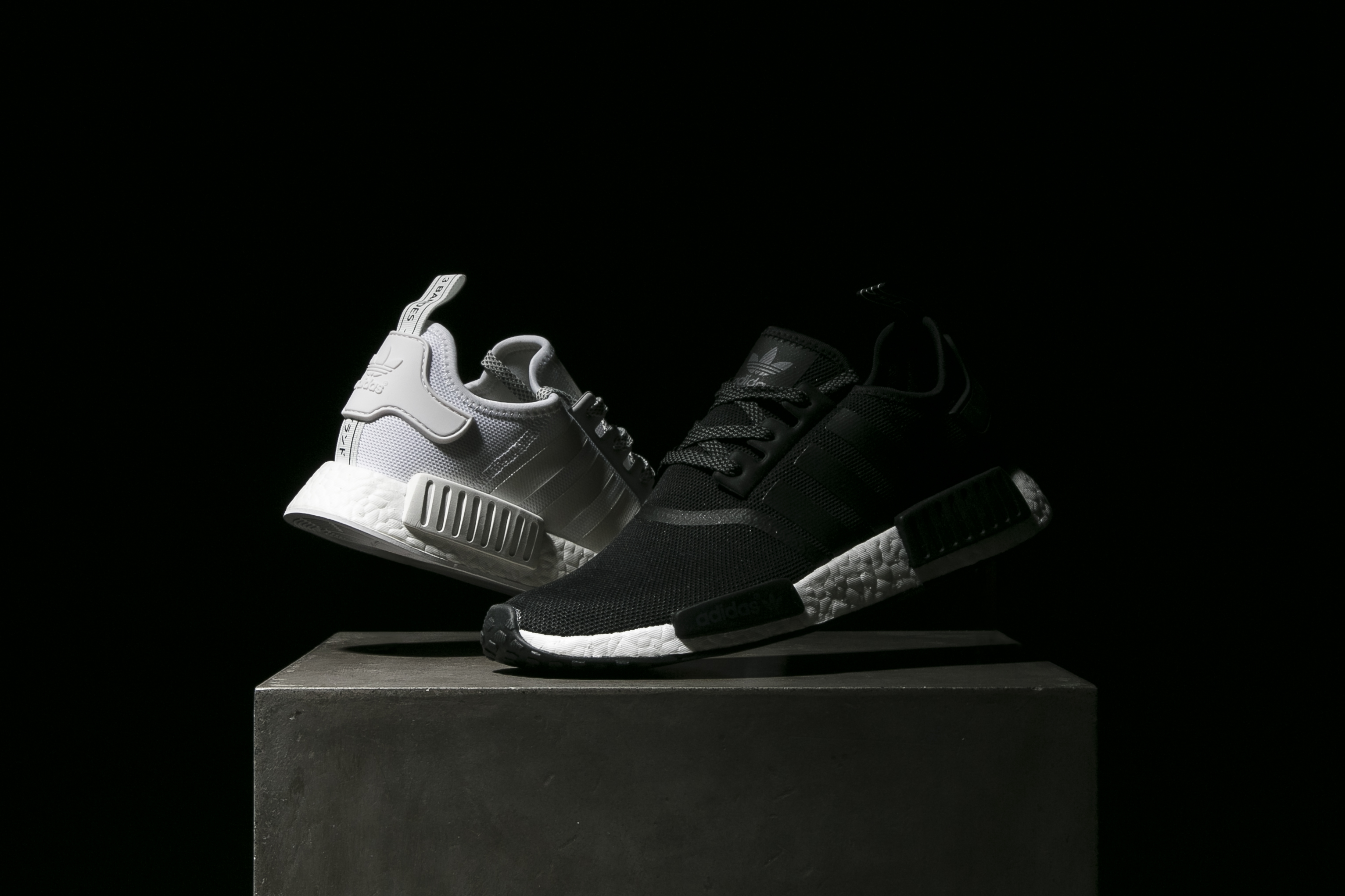 9dcb5ee25a adidas-nmd-r1-reflective-black-white-3 - SneakersBR