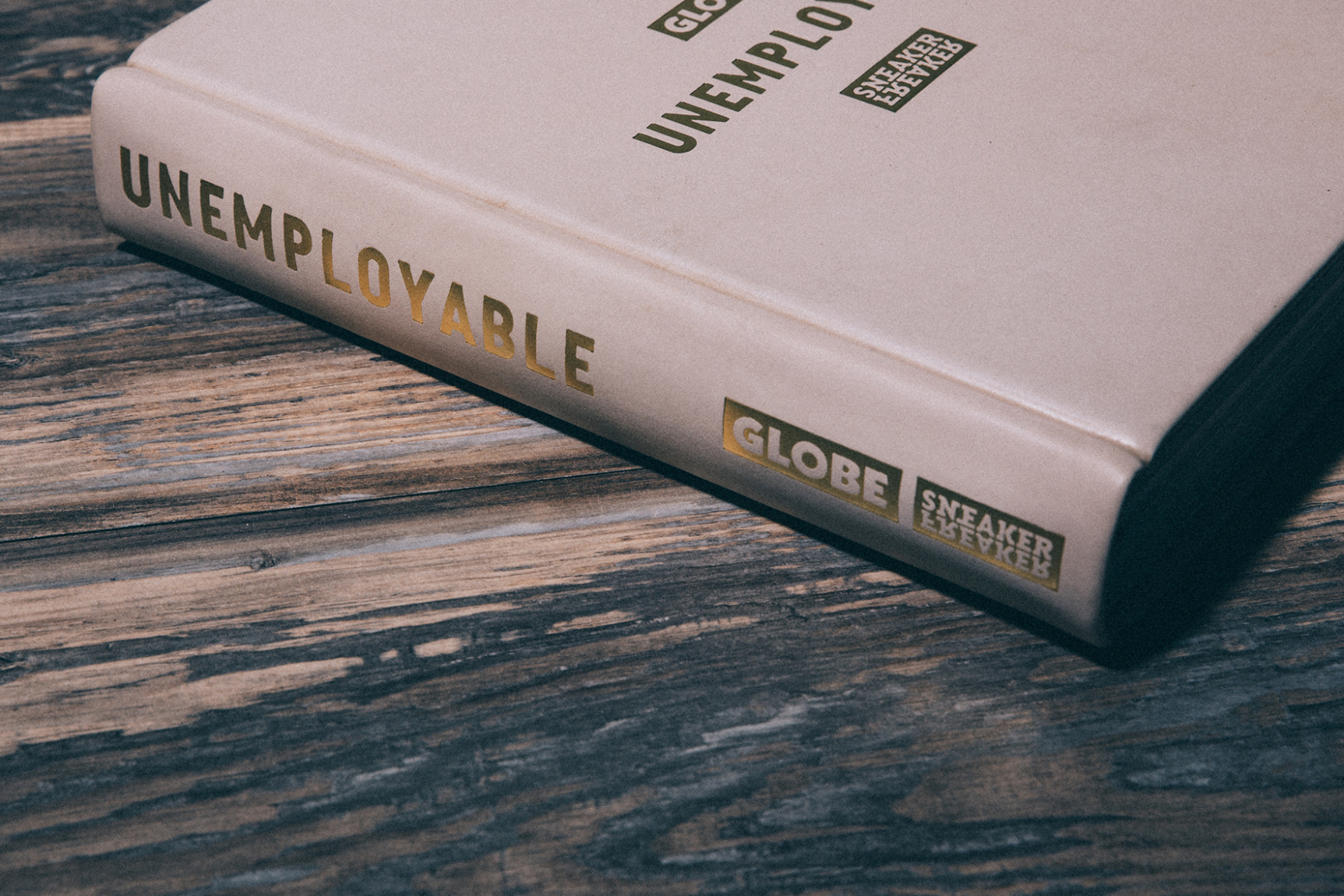 sneaker-freaker-globe-unemployable-book-6