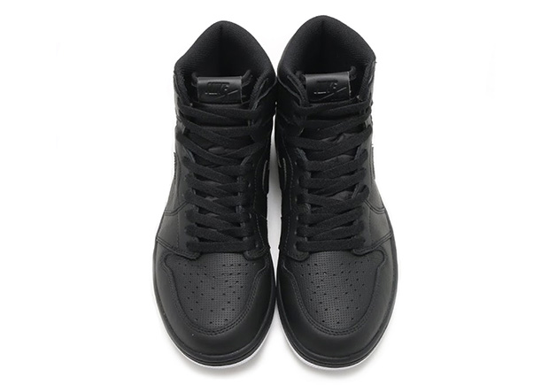 air-jordan-1-perforated-all-black-02