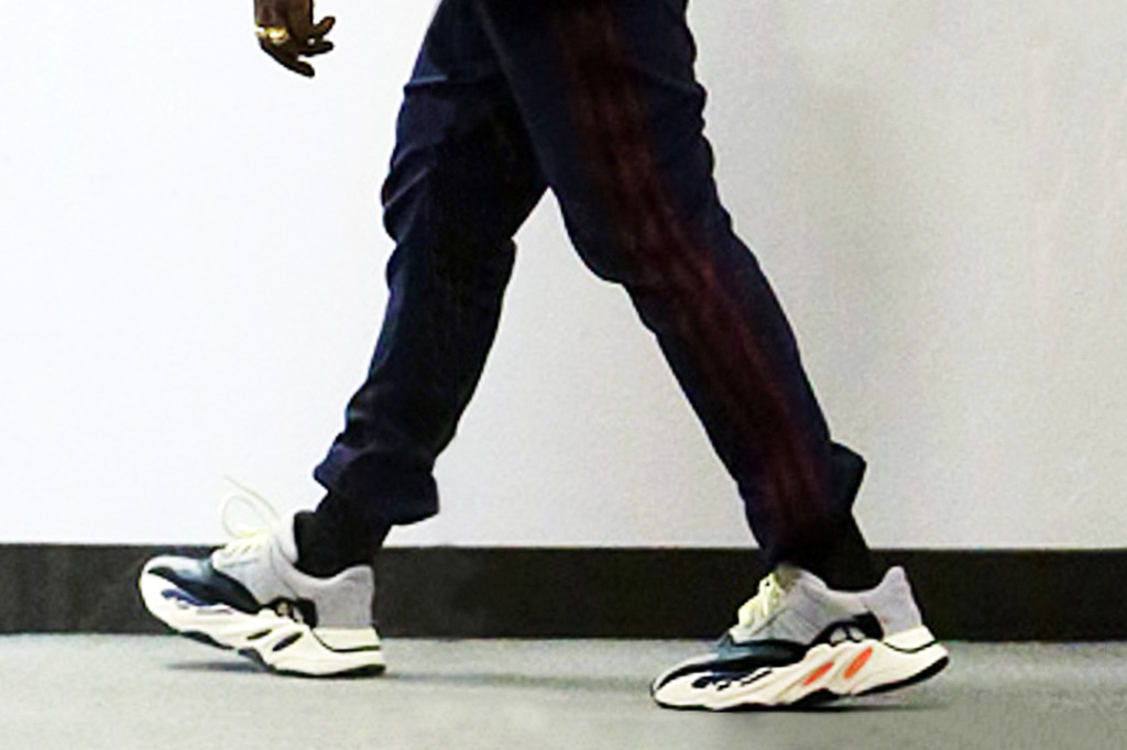 yeezy-runner-first-clean-photos-02