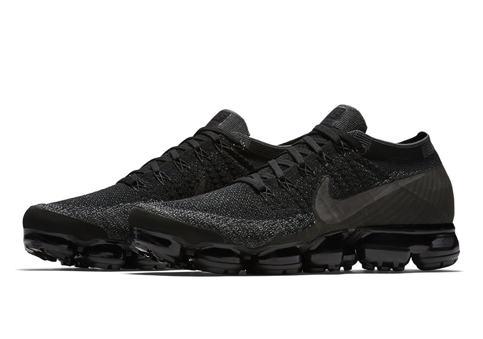nike-vapormax-triple-black-01