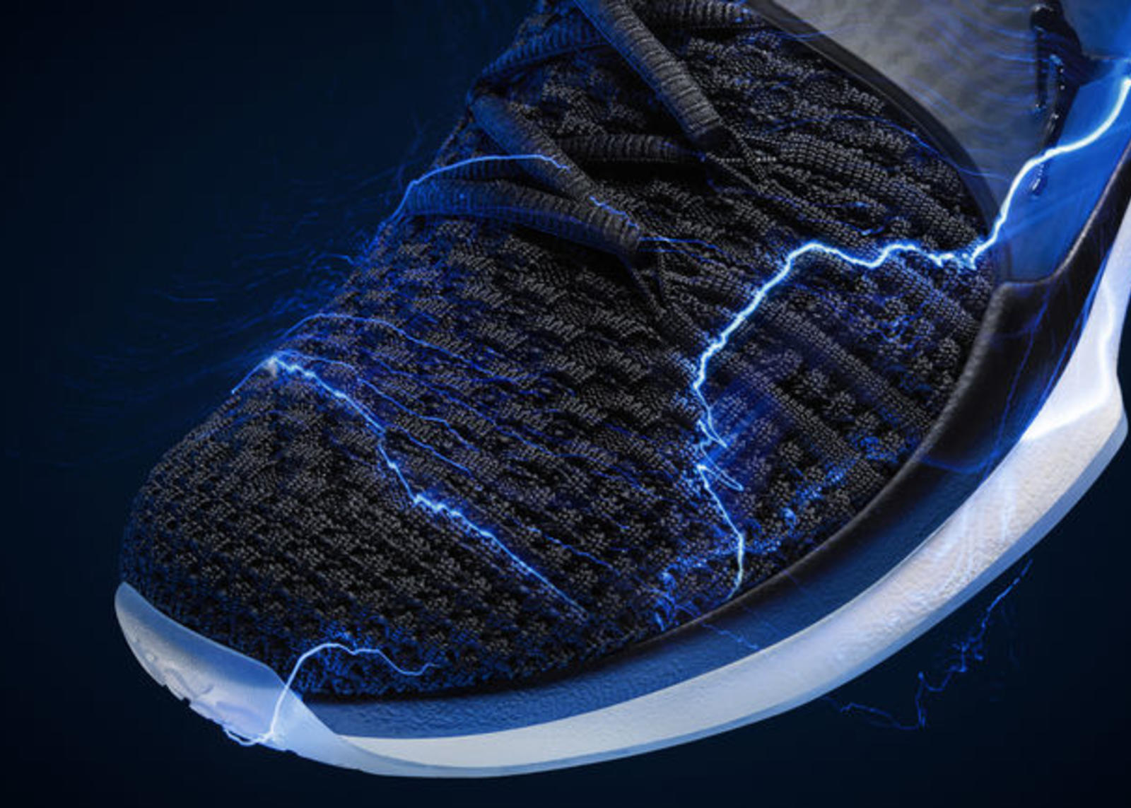 FA17_JD_Training_Trainer2Flyknit_Detail_1_rectangle_1600