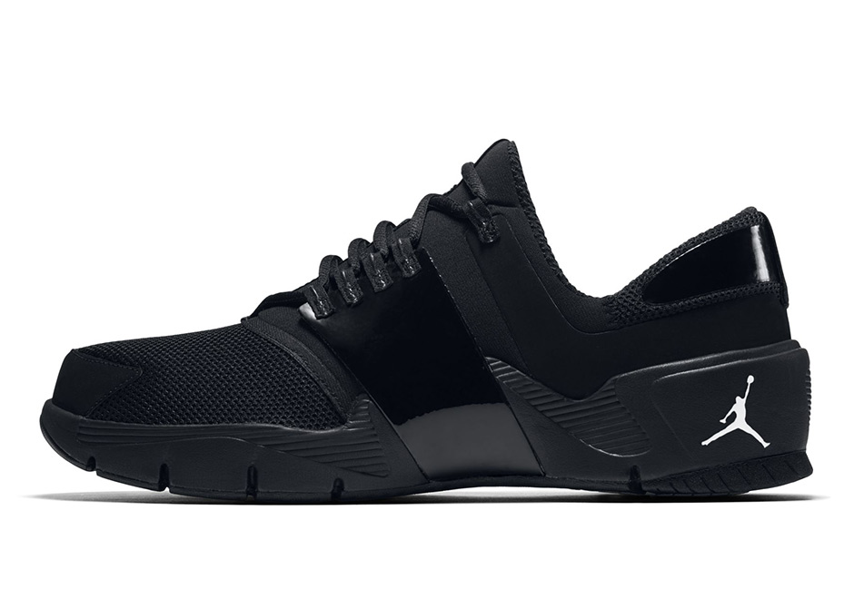 jordan-alpha-trunner-black-2