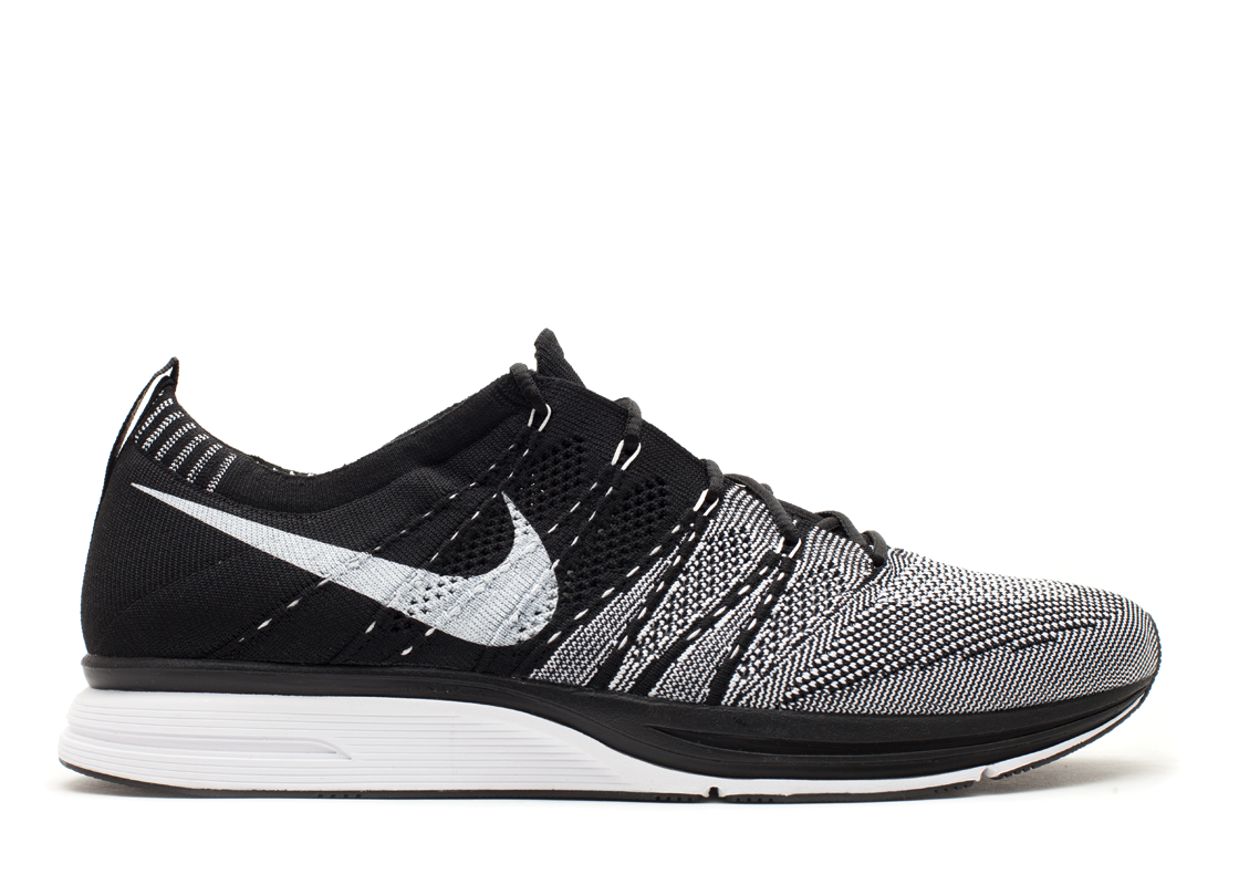 nike-flyknit-trainer-black-white-051733_1
