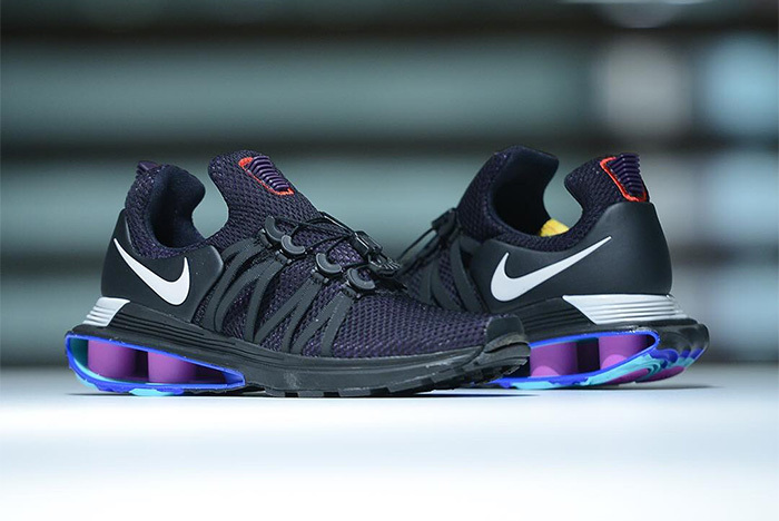 22ab71ae400 E Surge Uma Terceira Colorway Do Nike Shox Gravity